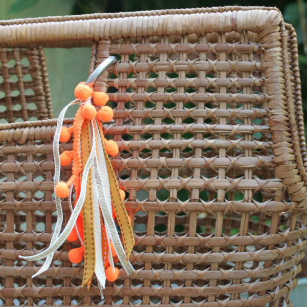 pompon en rubans orange DIY kit couture
