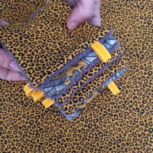 Kit couture – Un fauve dans la forêt vierge, safran/marron glacé – 5 lingettes démaquillantes